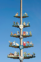 Deutschland, Bayern, Oberbayern, Chiemgau, Staudach-Egerndach: Maibaum - Detail | Germany, Upper Bavaria, Chiemgau, Staudach-Egerndach: May-Pole, close-up