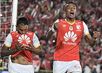 BOGOTÁ - COLOMBIA, 17-12-2017: Wilson Morelo jugador de Santa Fe celebra con William Tesillo después de anotar gol al Millonarios durante el encuentro entre Independiente Santa Fe y Millonarios por la final vuelta de la Liga Aguila II 2017 jugado en el estadio Nemesio Camacho El Campin de la ciudad de Bogotá. / Wilson Morelo player of Santa Fe celebrates with William Tesillo, after scoring a goal to Millonarios during match between Independiente Santa Fe and Millonarios for the second leg final of the Aguila League II 2017 played at the Nemesio Camacho El Campin Stadium in Bogota city. Photo: VizzorImage/ Gabriel Aponte / Staff