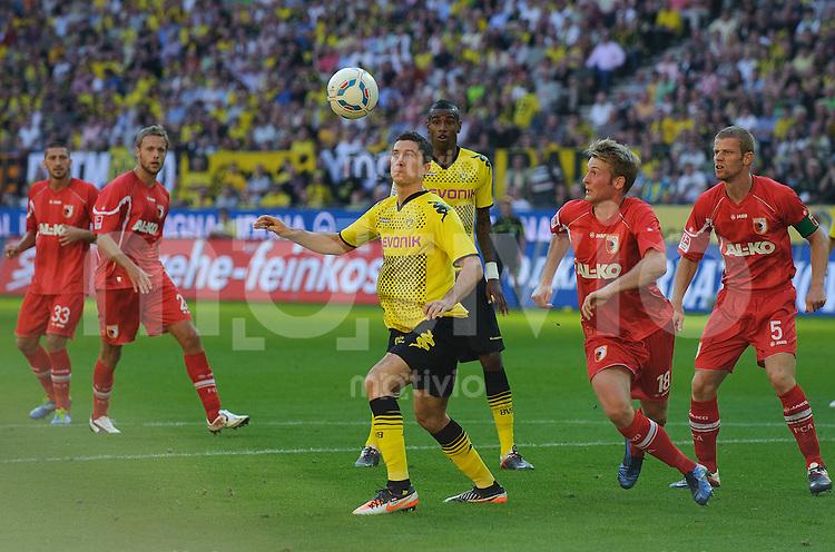 Fussball Bundesliga Saison 2011/2012 8. Spieltag Borussia Dortmund - FC Augsburg V.l.: Sascha MOELDERS (Augsburg), Daniel BRINKMANN (Augsburg), Robert LEWANDOWSKI (BVB), Felipe SANTANA (BVB), Jan CALLSEN-BRACKER (Augsburg), Uwe MOEHRLE (Augsburg).