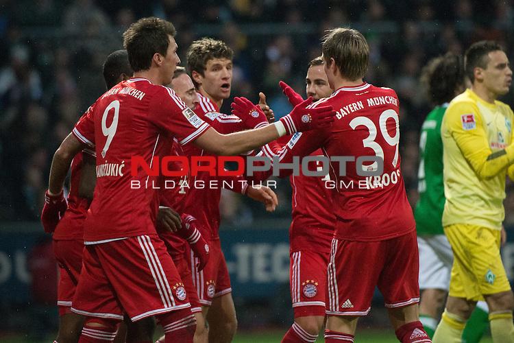 07.12.2013, Weser Stadion, Bremen, GER, 1.FBL, Werder Bremen vs Bayern Muenchen, im Bild<br /> <br /> 0 zu 1 Franck Rib&radic;&copy;ry (Muenchen #7)<br /> <br /> jubel mit David Alaba (Muenchen #27) und Thomas M&radic;ľller (Muenchen #25) und Mario Mandzukic (Muenchen #9) Toni Kroos (Muenchen #39)<br /> <br /> <br /> Querformat,<br /> <br /> <br /> Foto &not;&copy; nordphoto / Kokenge