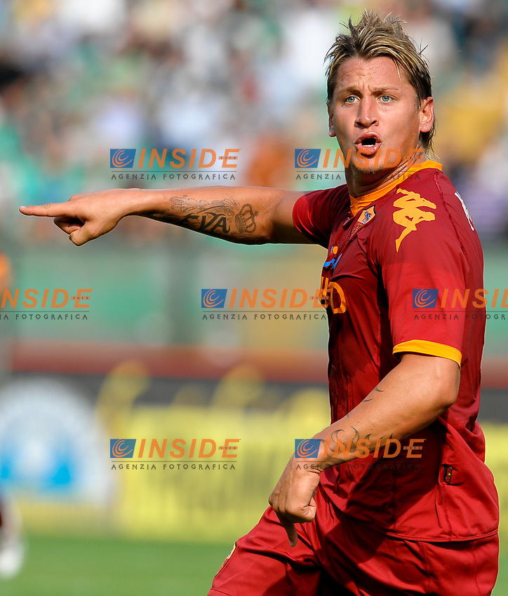 Philippe MEXES Roma celebrates scoring<br /> Esultanza dopo il gol<br /> Siena 13/9/2009 Stadio &quot;Artemio Franchi&quot;<br /> Campionato di Calcio Serie A 2009/2010<br /> Siena Roma 1-2<br /> Foto Andrea Staccioli Insidefoto