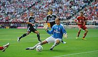 Fussball Bundesliga Saison 2011/2012 3. Spieltag FC Bayern Muenchen - Hamburger SV V.l.: Jeffrey BRUMA (HSV), Dennis DIEKMEIER (HSV), Jaroslav DROBNY (HSV) sind machtlos beim 0:4.