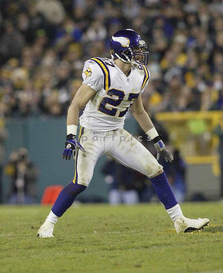 Brian Russell during the Minnesota Vikings v. Green Bay Packers game on November 14, 2004...Packers win 34-31..Kevin Tanaka / SportPics