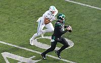 quarterback Sam Darnold (14) of the New York Jets unter Druck von linebacker Vince Biegel (47) of the Miami Dolphins - 08.12.2019: New York Jets vs. Miami Dolphins, MetLife Stadium New York
