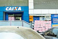 BRASÍLIA,DF, 06.10.2015 – GREVE-BANCÁRIOS - Agencia bancária em dia de greve da categoria no em Brasília na manhã nesta terça-feira (06). A greve da categoria é uma resposta à proposta rebaixada da federação dos bancos (Fenaban) de 5,5% de reajuste para salários, PLR, vales e auxílios, que nem chega perto de cobrir a inflação de 9,88% no período (INPC) e representa perda de 4% para os trabalhadores. E nada para questões fundamentais para a categoria como melhorias nas condições de trabalho, saúde e garantia de emprego. (Foto: Ricardo Botelho/Brazil Photo Press)