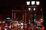20080130 - France - Aquitaine - Bordeaux<br /> EMBOUTEILLAGES SUR LE PONT DE PIERRE, FACE A LA PORTE DE BOURGOGNE A BORDEAUX.<br /> Ref : EMBOUTEILLAGES_QUAIS_006.jpg - © Philippe Noisette.