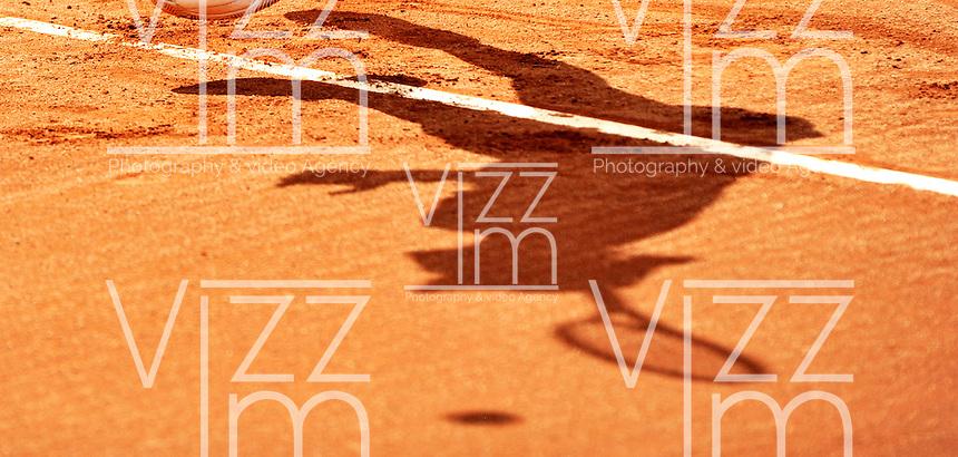 BOGOTA - COLOMBIA - 17-04-2016: Silvia Soler de España, se prepara para sirvir a Irina Falconi de Estados Unidos, durante partido por el Claro Colsanitas WTA, que se realiza en el Club El Rancho de Bogota. / Silvia Soler of Spain, prepares to serves to Irina Falconi of United States, during a match for the WTA Claro Colsanitas, which takes place at Club El Rancho de Bogota. Photo: VizzorImage / Luis Ramirez / Staff.