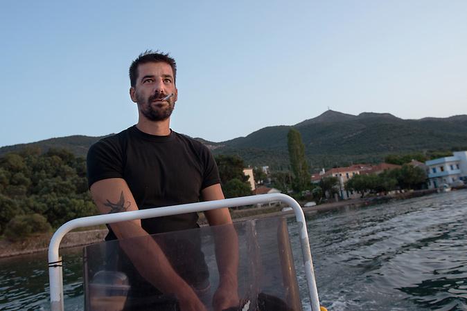 Fischer Stratis Valiamos in Lesbos auf seinem Fischerboot / nominiert für den Friedensnobelpreis / rettete mit seinem Boot viele Flüchtlinge