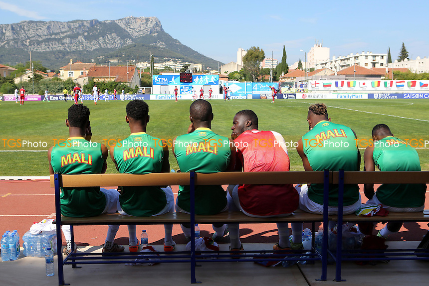 The Mali substitutes look on from the bench during Czech Republic Under-20 vs Mali Under-20, 2016 Toulon Tournament Football at Stade Leo Lagrange on 18th May 2016