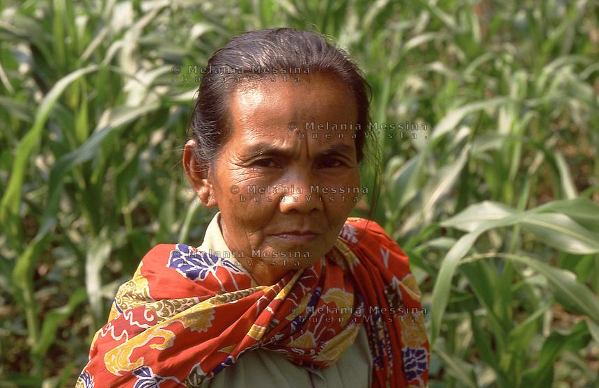 Indonesia, Java island:farmer.<br /> Indonesia; Giava, contadina