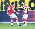 Nederland, Venlo, 30 september 2012.Eredivisie.Seizoen 2012-2013.VVV Venlo-PSV.Mark van Bommel (l.) van PSV feliciteert Dries Mertens (r.) van PSV nadat Mertens de 0-2 heeft gescoord.