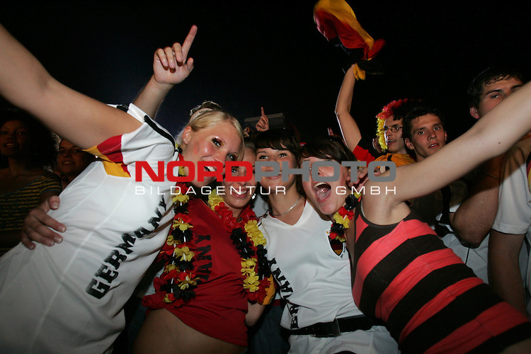 FIFA WM 2006 - Feature Fanmeile Berlin<br /> Play #63 (08-Jul) - Germany vs Portugal.<br /> Female Supporters from Germany celebrate the 3-1 victory against Portugal at Brandenburger Tor in Berlin after the match of the World Cup in Stuttgart.<br /> Foto &copy; nordphoto