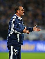 FUSSBALL   1. BUNDESLIGA  SAISON 2012/2013   7. Spieltag   FC Schalke 04 - VfL Wolfsburg        06.10.2012 Trainer Huub Stevens (FC Schalke 04) engagiert an der Seitenlinie