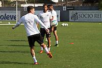 SANTOS, SP, 18.11.2015 - FUTEBOL-SANTOS - Lucas Lima e Geuvânio do Santos durante sessão de treinamento no Centro de Treinamento Rei Pelé nesta quarta-feira, 18. (Foto: Flavio Hopp / Brazil Photo Press)