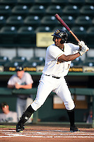 Bradenton Marauders outfielder Josh Bell (17) at bat during a game against the Jupiter Hammerheads on June 25, 2014 at McKechnie Field in Bradenton, Florida.  Bradenton defeated Jupiter 11-0.  (Mike Janes/Four Seam Images)
