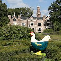 Barneveld. In 2005 zette de Stichting Kip Artistique uit Barneveld een project op dat helemaal draaide om kippen. Enorme reuzekippen van polyester, 1.65 cm hoog, werden  beschilderd door kunstenaars en vervolgens verkocht. De opbrengst ging naar een goed doel. Op verschillende plekken in Barneveld kom je de kippen tegen. Kip voor Landgoed Schaffelaar. Op de kip de tekst, Geldersch Landschap Geldersche Kastelen.