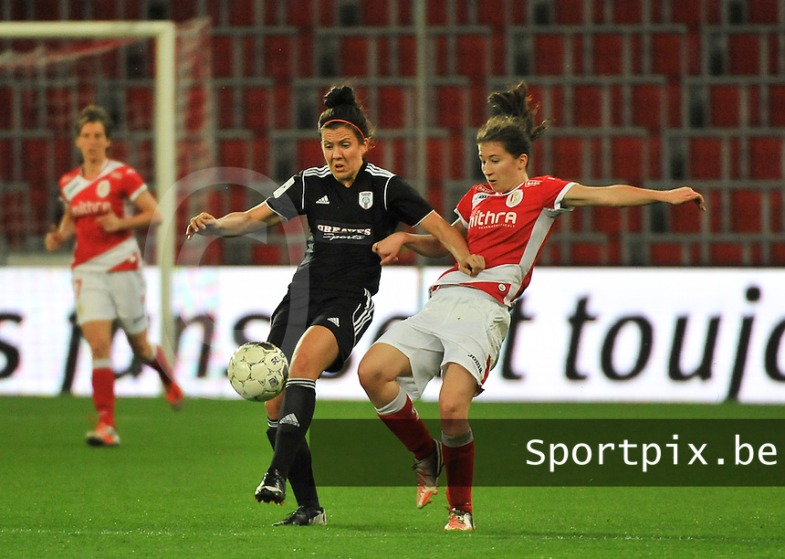 20131009 - LIEGE , BELGIUM : Standard's Sanne Schoenmakers (right)  pictured Glasgow Leanne Crichton (left) with Glasgow during the female soccer match between STANDARD Femina de Liege and  GLASGOW City LFC , in the 1/16 final ( round of 32 ) first leg in the UEFA Women's Champions League 2013 in stade maurice dufrasne - Sclessin in Liege. Wednesday 9 October 2013. PHOTO DAVID CATRY