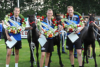 KAATSEN: BITGUM: Kaatsvereniging 'Oefening Kweekt Kunst', 23-08-2015, Van Aisma Partij, Marten Feenstra, Tjisse Steenstra (koning), en Herman Sprik waren in de finale met 5-5 en 6-2 te sterk voor het partuur van Johan van der Meulen, Hylke Bruinsma en Hendrik Kootstra, Tjisse Steenstra slaat de bal terug, prijswinnaars met de gewonnen Friese veulens, ©foto Martin de Jong