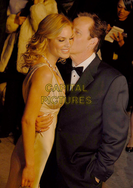 JAMES WOODS & GUEST.The 2007 Vanity Fair Oscar Party Hosted by Graydon Carter held at Morton's, West Hollywood, California, USA, 25 February 2007..oscars half length kissing cheek.CAP/ADM/GB.©Gary Boas/AdMedia/Capital Pictures.