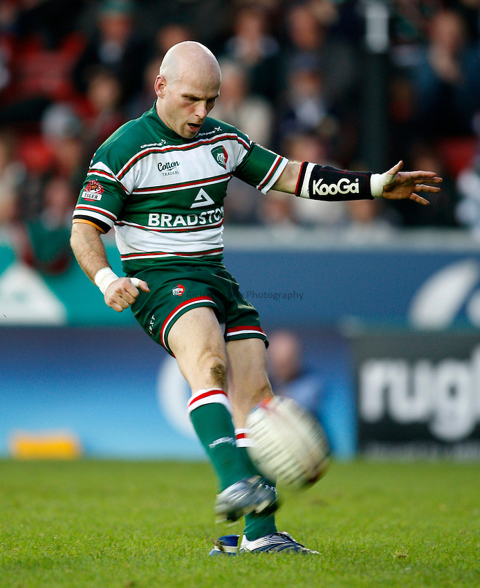 Photo: Richard Lane/Richard Lane Photography..Leicester Tigers v Cardiff Blues. EDF Energy Cup. 03/11/2007. .Tigers' Paul Burke kicks.