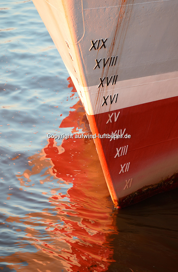 Ahming: EUROPA, DEUTSCHLAND, HAMBURG, (EUROPE, GERMANY), 30.12.2016 Ahming, Zahlen die die Beladung eines Schiffes angeben