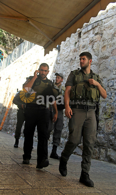 Israeli police stand guard in front of a road leading to the al-Aqsa mosque in Jerusalem's old city on September 30, 2015. Photo by Mahfouz Abu Turk