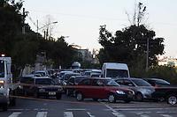 SAO PAULO, SP - 08.08.2015 - ACIDENTE-SP - Motorista desmaia ao volante e colide veículo em poste na Avenida Carlos Caldeira Filho, altura do metro Capão Redondo, zona sul de São Paulo, neste sábado, 08. (Foto: Fabricio Bomjardim / Brazil Photo Press)
