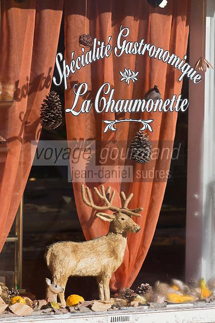 Europe/France/Centre/41/Loir-et-Cher/Sologne/Chaumont-sur-Tharonne: Détail vitrine d'une pâtisserie du village,  // Europe/France/Centre/41/Loir-et-Cher/Sologne/Chaumont-sur-Tharonne: Detail window of a bakery in the village