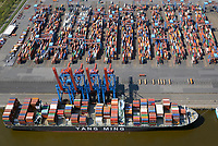 Containerterminal Altenwerder Containerschiff der Yang Ming Line: EUROPA, DEUTSCHLAND, HAMBURG, (EUROPE, GERMANY), 20.04.2018 Containerterminal Altenwerder Containerschiff der Yang Ming Line