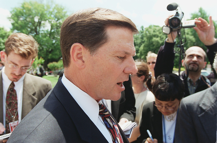 5/25/99.DELAY--House Majority Whip Tom DeLay, R-Texas, heads for an interview with CNN on the East Front of the U.S. Capitol after a news conference on campaign finance reform with John Doolittle, R-Calif. .CONGRESSIONAL QUARTERLY PHOTO BY SCOTT J. FERRELL