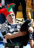 Six Nations rugby tournament: Italy vs Scotland. Rome, Olympic stadium, 17 march 2012..Torneo Sei Nazioni di rugby: Italia-Scozia. Roma, stadio Olimpico, 17 marzo 2012..A fan of Scotland plays a bagpipes..UPDATE IMAGES PRESS/Riccardo De Luca
