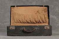 Willard Suitcases / William M / ©2014 Jon Crispin