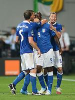 FUSSBALL  EUROPAMEISTERSCHAFT 2012   VORRUNDE Italien - Irland                       18.06.2012 Torjubel: Thiago Motta, Leonardo Bonucci, Thiago Motta und Federico Balzaretti (v.l., alle Italien)