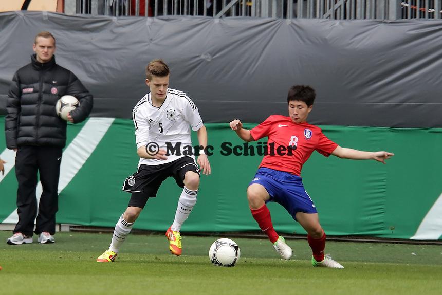 Dzenis Burnic (D, Borussia Dortmund) gegen Sanghyeok Pakr (SKOR)
