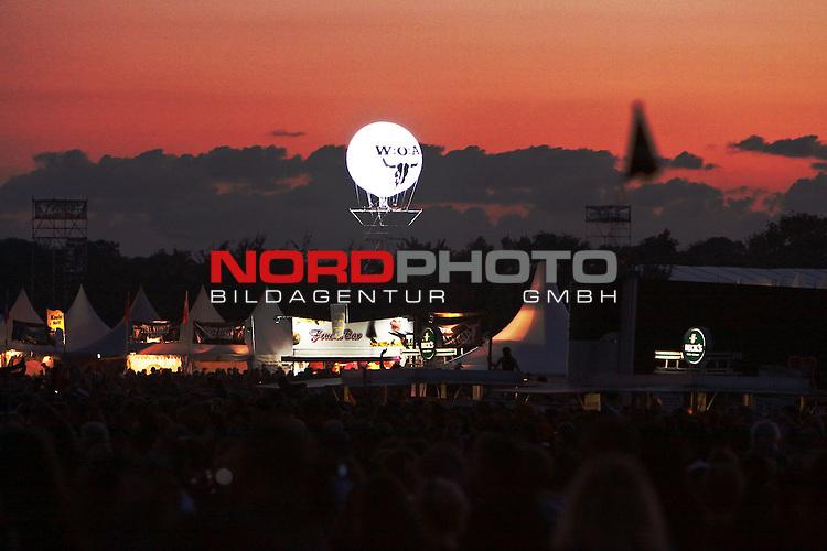 05.08.2010, Wacken Open Air 2010, Wacken, GER, 1.Tag beim 21.Heavy Metal Festival 75.000 Fans feiern und trinken bis den Sonnenuntergang, Foto © nph / Kohring
