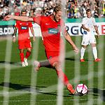 10.08.2019, Donaustadion, Ulm, GER, DFB Pokal, SSV Ulm 1846 Fussball vs 1. FC Heidenheim, <br /> DFL REGULATIONS PROHIBIT ANY USE OF PHOTOGRAPHS AS IMAGE SEQUENCES AND/OR QUASI-VIDEO, <br /> im Bild Torchance fuer Sebastian Griesbeck (Heidenheim, #18)<br /> <br /> Foto © nordphoto / Hafner