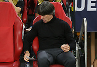 Bundestrainer Joachim Loew (Deutschland Germany) mit seinem Taktikzettel - 13.10.2018: Niederlande vs. Deutschland, 3. Spieltag UEFA Nations League, Johann Cruijff Arena Amsterdam, DISCLAIMER: DFB regulations prohibit any use of photographs as image sequences and/or quasi-video.