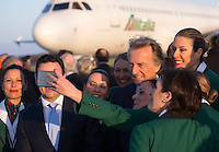 Il presidente di Alitalia Luca Cordero di Montezemolo posa con un gruppo di hostess in occasione della partenza di Papa Francesco per Lesbo, all'aeroporto internazionale di Roma Fiumicino, 16 aprile 2016. Il Pontefice incontrerà' i profughi presenti nell'isola greca.<br /> Alitalia's chairman Luca Cordero di Montezemolo poses for a picture with a group of flight assistants upon Pope Francis' departure to Lesbos, Greece, where he will visit refugees, at Rome's Fiumicino international airport, 16 April 2016.<br /> UPDATE IMAGES PRESS/Riccardo De Luca