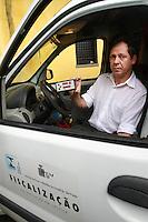 SAO PAULO, SP, 8 DE MAIO DE 2012- FISCALIZAÇAO DE RADARES-  O Delegado Regional do Municipio de Sao Paulo, Nestor Giacomelli, apresenta nesta terça, o cronotacometro desenvolvido pelo INMETRO (Instituto Nacional de Metrologia, Qualidade e Tecnologia), para fazer a verificaçao e fiscalizaçao dos medidores de velocidade, localizados na Av Francisco Matarazzo, Barra Funda, Sao Paulo. FOTO: GEORGINA GARCIA / BRAZIL PHOTO PRESS