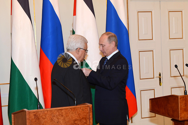 Palestinian President Mahmoud Abbas meets with Russia's President Vladimir Putin, at the Novo-Ogaryovo state residence outside Moscow, on March 14, 2013. Photo by Thaer Ganaim