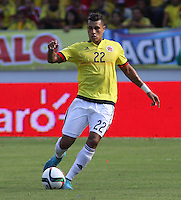 BARRANQUILLA  - COLOMBIA - 8-10-2015: Jeison Murillo jugador de la seleccion Colombia  disputa el balon con   la seleccion Peru durante primer partido  por por las eliminatorias al mundial de Rusia 2018 jugado en el estadio Metropolitano Roberto Melendez  / : Jeison Murillo   player of Colombia  fights for the ball with  of selection of Peru during first qualifying match for the 2018 World Cup Russia played at the Estadio Metropolitano Roberto Melendez. Photo: VizzorImage / Felipe Caicedo / Staff.