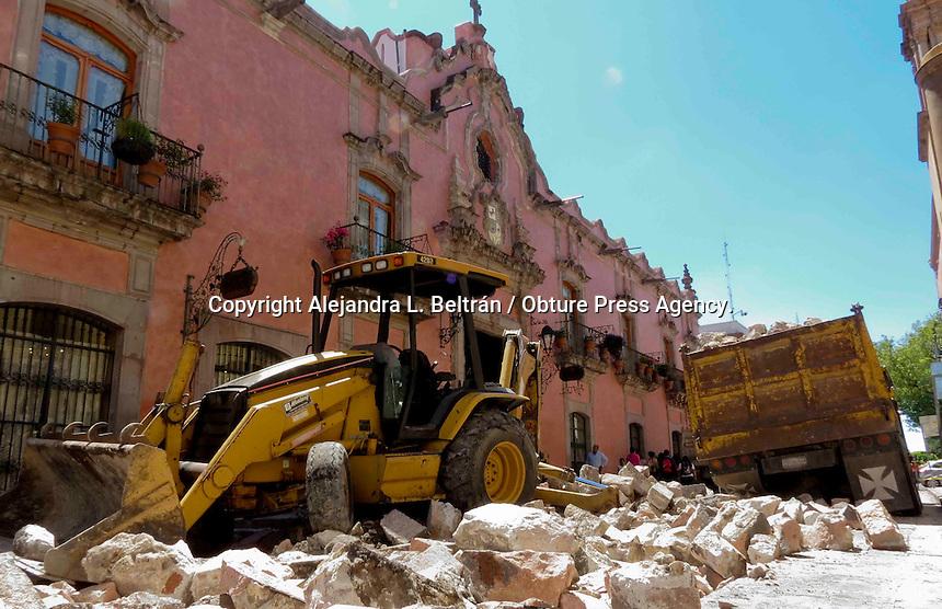 Querétaro, Qro., 7 de octubre 2014.-  La calle Madero, en el tramo de Allende y Juárez, permanece hoy cerrada a la circulación debido a los trabajos de remodelación  del adoquinado que actualmente se llevan a cabo. Foto: Alejandra L. Beltrán