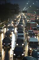 SÃO PAULO, SP, 03.06.2016 – TRÂNSITO-SP - Transito congestionado na Av. Moreira Guimarães, próximo ao aeroporto de Congonhas, zona sul de São Paulo na tarde desta sexta-feira. (Foto: Levi Bianco/Brazil Photo Press)