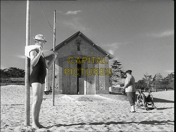 JACQUES TATI.in Les Vacances de Monsieur Hulot (Mr. Hulot's Holiday).*Filmstill - Editorial Use Only*.CAP/PLF.Supplied by Capital Pictures.