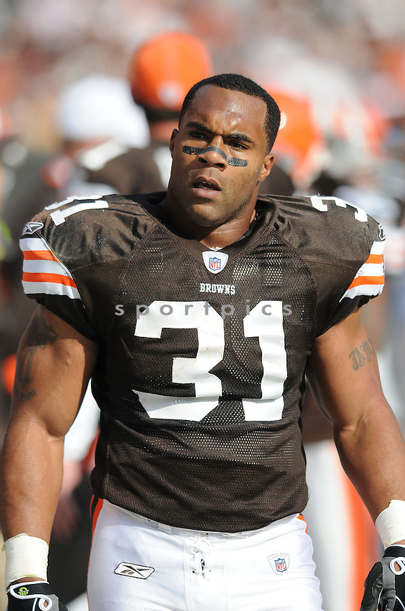 JAMAL LEWIS, of the Cleveland Browns, in action against the Baltimore Ravens during the Browns game in Cleveland, Ohio on November 2, 2008. ..Ravens  win 37-27