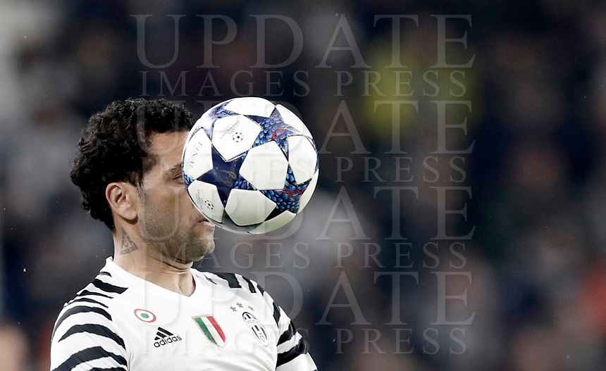 Juventus' Dani Alves controls the ball during the Champions League round of 16 soccer match against Porto at Turin's Juventus Stadium, 14 March 2017. Juventus won 1-0 (3-0 on aggregate) to reach the quarter finals.<br /> UPDATE IMAGES PRESS/Isabella Bonotto