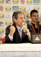 BOGOTA -COLOMBIA-05-02-2013: Carlos Restrepo, director técnico de la selección Colombia de fútbol Sub-20 durante rueda de prensa en Bogotá, febrero 5 de 2013. La selección Colombia Sub-20 campeona del suramericano  2013, después de 8 años volvió a alzar el máximo trofeo suramericano de la categoría por tercera ocasión. (Foto: VizzorImage / Luis Ramírez / Staff) Carlos Restrepo, Coach of the Colombia U-20,l during a press conference in Bogota, February  5, 2013. The Colombia U-20 team champion of the South American 2013, after 8 years he returned to raise the maximum trophy of the category of South American for the third time.(Photo : VizzorImage / Lus Ramírez / Staff).