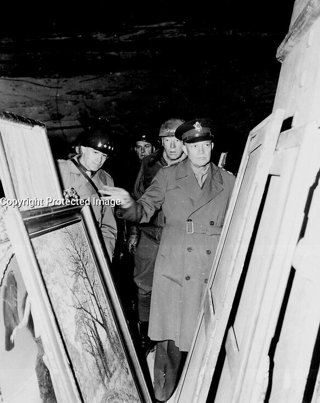 Eisenhower in Europe near the end of WW II