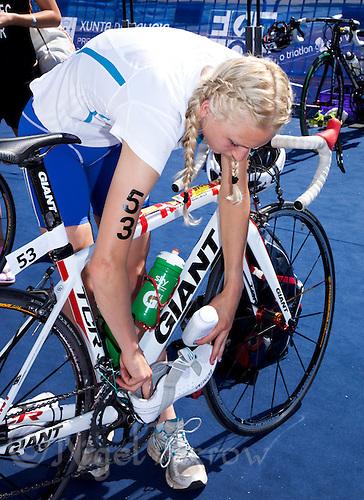 25 JUN 2011 - PONTEVEDRA, ESP - Lois Rosindale (GBR) prepares her bike in transition before the start of the Elite Women's European Triathlon Championships in Pontevedra, Spain .(PHOTO (C) NIGEL FARROW)