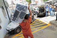 CAMPINAS, SP, 29.03.2016 - OPERAÇÃO-ALBA - Joaquim Geraldo Pereira da Silva, representante da da Cooperativa Orgânica Agrícola Familiar (Coaf), é preso suspeito de fraudar a merenda em Campinas, no interior de São Paulo. Ele foi preso por meio da Operação Alba Branca, realizada pelo Ministério Público e pela Polícia Civil e que investiga um esquema de fraude nas licitações da merenda escolar em pelo menos 12 cidades de São Paulo, entre elas Campinas e Americana. (Foto: Daniel Pinto/Brazil Photo Press)